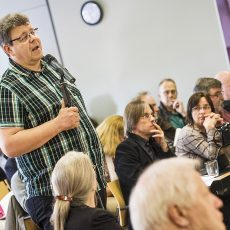 Thomas Münten (l.) wollte nicht nur kritisieren, sondern konstruktiv mitarbeiten. Er unterlag aber bei den Beisitzerwahlen.   Foto: Arne Pöhnert
