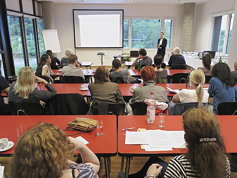Viel Raum für Fragen und Diskussionen gab Referentin Renate Schmid beim Infoabend für Produktionsfirmen.| Foto: Corinna Blümel