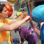 Das war's für dieses Jahr: Die stellvertretende KJV-Vorsitzende Angelika Staub löst die Ballons vom Bogen. Foto: Bettina Blaß