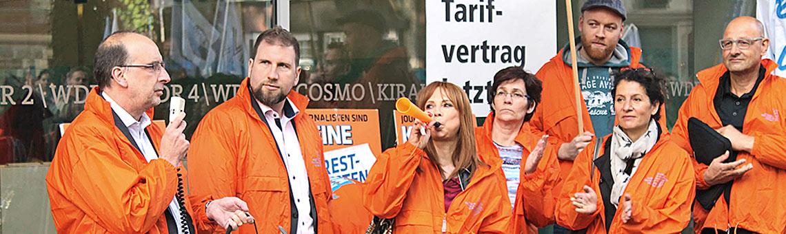 Entschlossene Mienen beim ersten Warnstreik vor der vierten Tarifrunde im August. | Foto: Thomas Schwarz