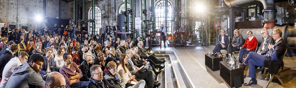 Forum Zukunft der Öffentlich-Rechtlichen. Auf dem Podium saßen (v.l.) Hans-Peter Siebenhaar, Tabea Rößner, Moderatorin Nicola Balkenhol, Helfried Spitra und Elmar Theveßen. | Foto: Udo Geisler