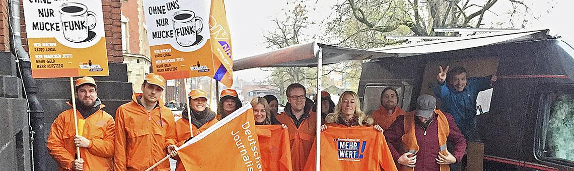 Die Redaktion von Radio Köln im Ausstand. Ein privates Wohnmobil bot Schutz vor Nieselwetter. | Foto: -red