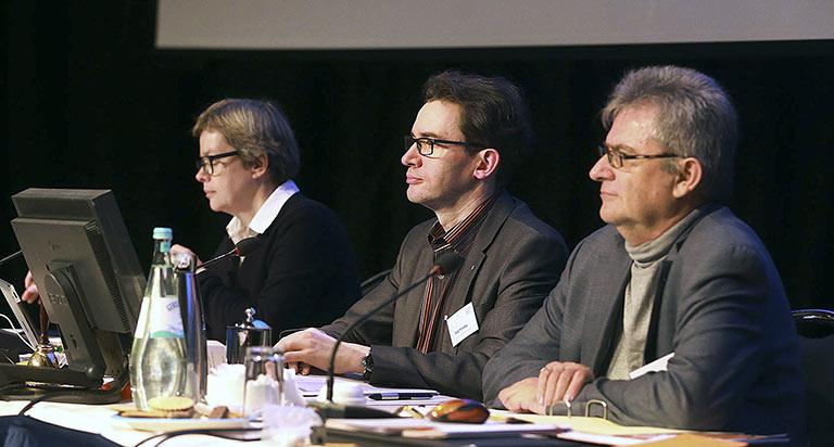 Das Tagungspräsidium mit (v.l.) Nicola Balkenhol, Jörg Prostka und Michael Anger führte souverän durch die Debatten. | Foto: Anja Cord