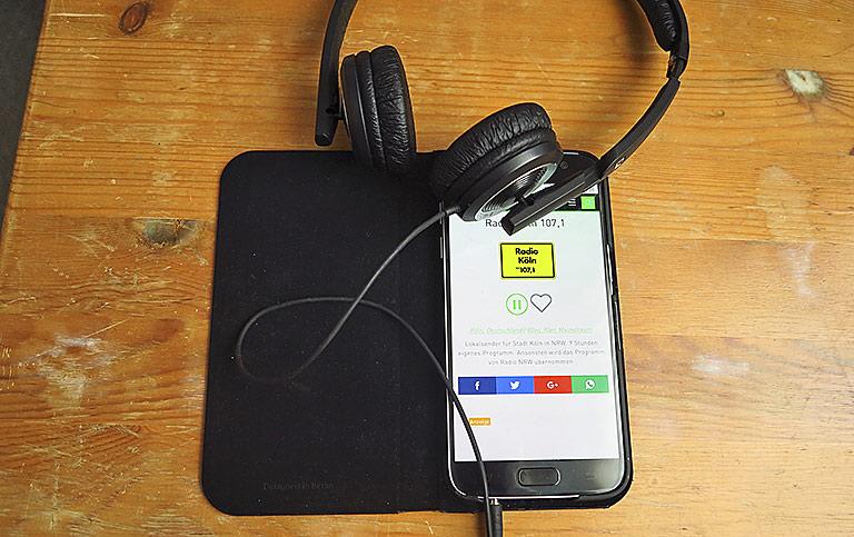 Musik begleitet Menschen heute den ganzen Tag. Lokalsender arbeiten daran, dass ihr Programm über den Kopfhörer oder aus dem Autoradio schallt. | Foto: txt