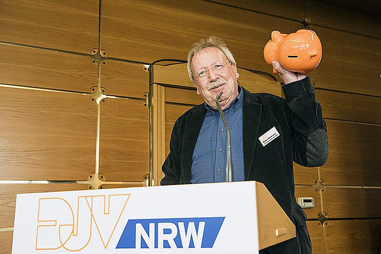 Sven Hamann ist auch künftig mit dem Sparschwein unterwegs. | Foto: Arne Pöhnert