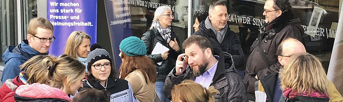 Zum Protest in Köln reisten auch zahlreiche Kolleginnen und Kollegen aus den Regionalstudios an. | Foto: Frank Überall