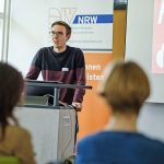 Wie man einen erfolgreichen Podcast aufsetzt, verriet Henning Bulka von RP Online. | Foto: Alexander Schneider