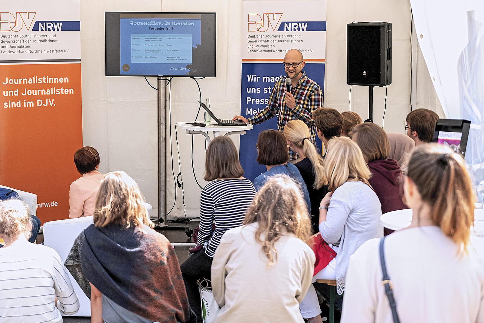 Tipps für den Einstieg in den Beruf gab es von Stanley Vitte, dem Hochschulbeauftragten des DJV-NRW.   Foto: Alexander Schneider