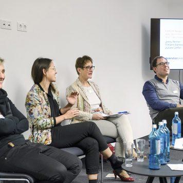Über queere Themen in den Medien tauschen sich Jenny Renner, Juliane Löffler, Katrin Kroemer und Tilman Warnecke aus (v.l.). | Foto: Alexander Schneider