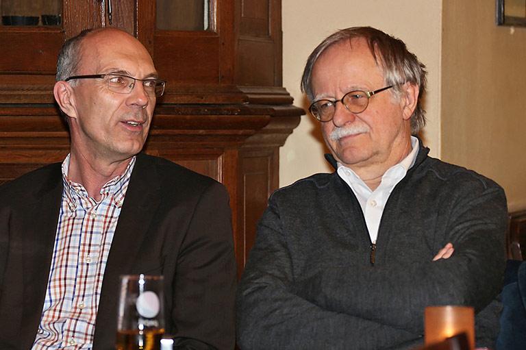 Ein spannender Gast war Hans Leyendecker (r.). Neben ihm Kay Bandermann, Vorsitzender des Pressevereins Ruhr. | Foto: Pal Delia
