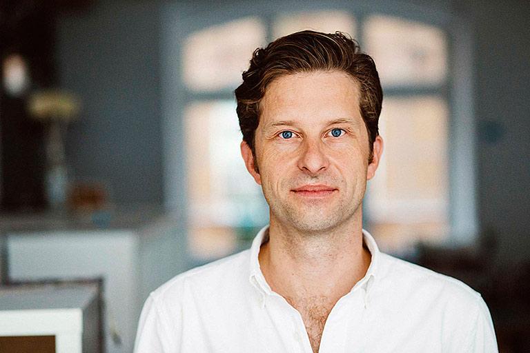 Justus von Daniels leitet das Netzwerk correctiv.lokal. |Foto: Correctiv/Ivo Mayr