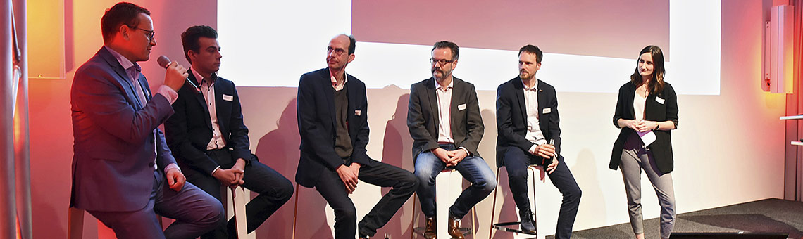 Das Podium (v.l.) Andreas Kramer, Michael Landwehr, Frank Haberstroh, Stefan Nottmeier, Lennart Thies, Moderatorin Lena Zils. | Foto: Helmut Etzkorn