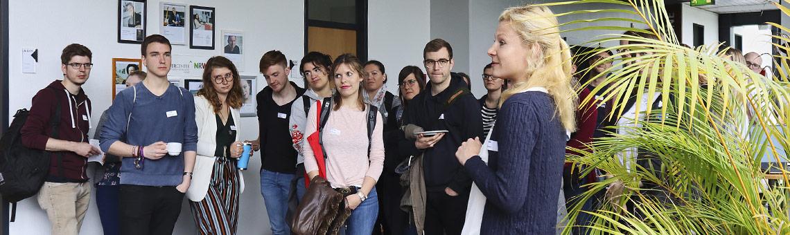 Aufwärmrunde mit Marie Illner (rechts vorne). | Foto: Corinna Blümel