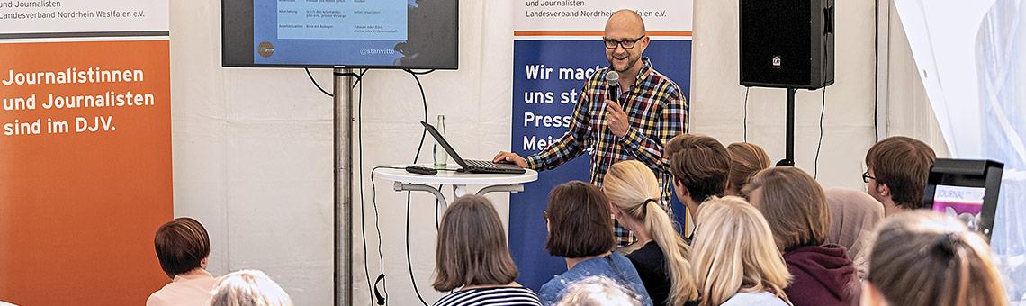 Auch in diesem Jahr gibt es wieder Tipps für den Einstieg in den Beruf von Stanley Vitte, dem Hochschulbeauftragten des DJV-NRW. | Foto: Alexander Schneider