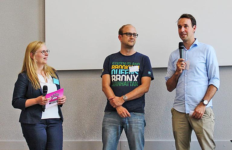 Abschlussrunde mit (v.l.) Moderatorin Colleen Sanders, Stanley Vitte von der LFM NRW und Timo Fratz, Chefredakteur Radio Bielefeld. | Foto: Philipp Kania