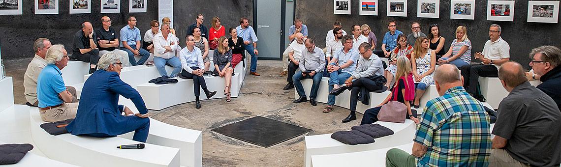 Offener Austausch in legerer Atmophäre: Die Auftaktveranstaltung zu Presse.Dialog.Ruhr, der Reihe des Fachausschusses Presse- und Öffentllichkeitsarbeit im DJV-NRW. | Foto: Markus Mucha