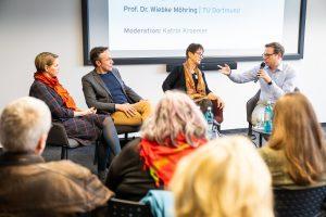 Wie Journalismus sexy bleiben kann, diskutierten (v.l.) Prof. Dr. Wiebke Möhring, Sascha Devigne, Katrin Kroemers und Lars Reckermann. | Foto: Udo Geisler