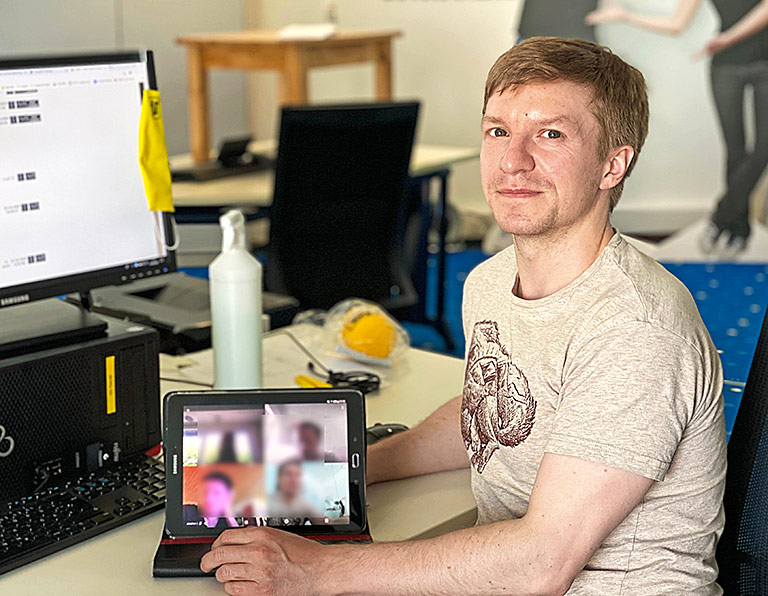 Halb leere Redaktionsräume und Digitalkonferenzen: Sascha Wandhöfer arbeitet noch im Sender. | Foto: Sabrina Droste