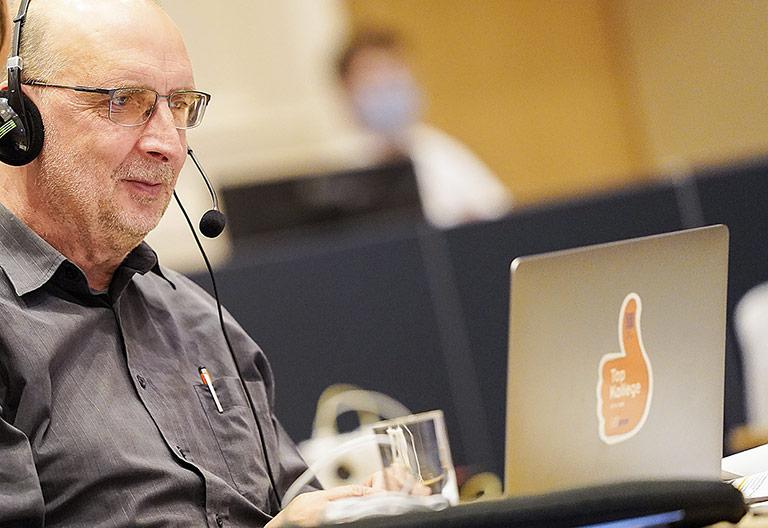Am Bildschirm verfolgte der Landesvorsitzende Frank Stach die digital geführten Diskussionen. | Foto: Alexander Schneider