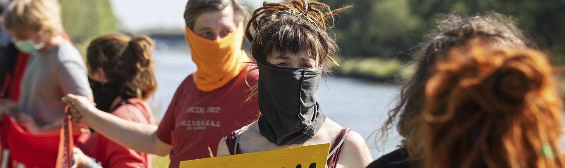 Als Beobachtende, nicht als Aktivisten begleiten Journalistinnen und Journalisten Demos, Proteste und Aktionen wie hier Ende Mai am Steinkohlekraftwerk Datteln 4. | Foto: Björn Kietzmann