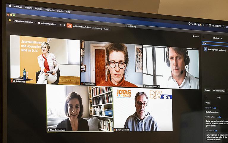 Für die Diskussion zum Auslandsjournalismus passte das Digitale gut (von oben links im Uhrzeigersinn): Andrea Hansen, Brigitte Alfter, Dr. Lutz Mükke, Marc Engelhardt und Diana Zimmermann. |Foto: Udo Geisler