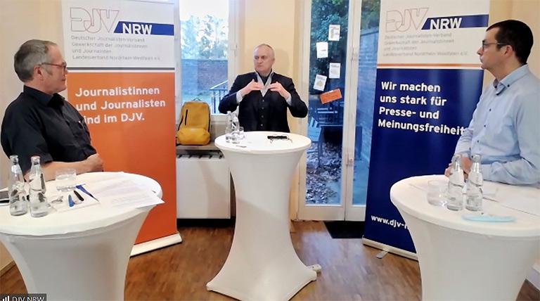 RWI-Präsident Prof. Dr. Dr. h. c. Christoph M. Schmidt (M.) im Gespräch mit Stephan Conrad (l.) und Daniel Rustemeyer.   Screenshot