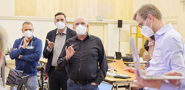 Schnelle Besprechung (v.l.): Kristian van Bentem, Pascal Hesse, Frank Stach und Justiziar Christian Weihe.   Foto: Alexander Schneider