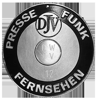 Metallplakette für den Kühlergrill – neben dem DJV-Logo war in der Mitte Platz für die Abkürzung des Landesverbands